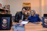 """Ο Γιώργος κατά τη διάρκεια της παρουσίασης του βιβλίου του """"Ντάνος: Μια αφήγηση στην Αυγή Σαββίδου"""" στα γραφεία της Εκδοτικής Αθηνών που έγινε στις 23 Φεβρουαρίου 2019 Φωτογραφία: TLife"""