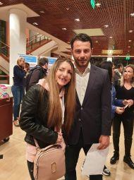 Ο Γιώργος μαζί με φαν στο συνέδριο κατά του bulling στη Θεσσαλονίκη όπου ήταν ένας από τους ομιλητές - 4 Μαρτίου 2019 Φωτογραφία: Ειρήνη Στάμογλου Facebook