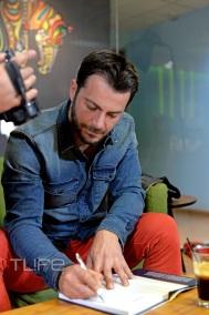 Ο Γιώργος κατά τη διάρκεια της συνέντευξής του στη Μαρία Ρουμελιώτου για το TLife, η οποία δημοσιεύτηκε στις 5 Μαρτίου 2019 Φωτογραφία: TLife