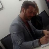 Ο Γιώργος κατά τη διάρκεια της παρουσίασης του βιβλίου του στο βιβλιοπωλείο ΙΑΝΟΣ στη Θεσσαλονίκη που έγινε στις 6 Απριλίου 2019 Φωτογραφία: athina_besikioti via ntanos.official.fp