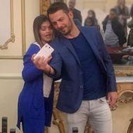 Ο Γιώργος με φαν κατά την παρουσίαση του βιβλίου του στον Βόλο που έγινε στις 17 Απριλίου 2019 Φωτογραφία: gavriilidisgiorgos via ntanos.official.fp Instagram