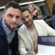 Ο Γιώργος με φαν στην παρουσίαση του βιβλίου του που έγινε στις 18 Απριλίου 2019 στη Λάρισα Φωτογραφία: george_palaskas Instagram