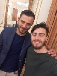 Ο Γιώργος με φαν κατά την παρουσίαση του βιβλίου του στον Βόλο που έγινε στις 17 Απριλίου 2019 Φωτογραφία: itsapostolis Instagram