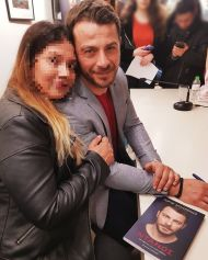 Ο Γιώργος κατά τη διάρκεια της παρουσίασης του βιβλίου του στο βιβλιοπωλείο ΙΑΝΟΣ στη Θεσσαλονίκη που έγινε στις 6 Απριλίου 2019 Φωτογραφία: nefizevelioglou Instagram