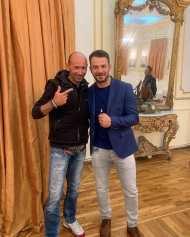 Ο Γιώργος με τον συμπατριώτη του Γιώργος Γαβριηλίδη κατά την παρουσίαση του βιβλίου του στον Βόλο που έγινε στις 17 Απριλίου 2019 Φωτογραφία: _ntanosforthewin Instagram
