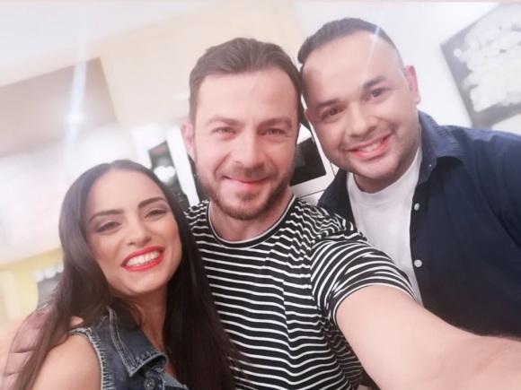 """Ο Γιώργος μαζί με τους παρουσιαστές Ελπίδα Ιακωβίδου και Θεόδουλο Κουλλαπή στην εκπομπή """"Όμορφη μέρα, κάθε μέρα"""" του ΡΙΚ - 30 Μαΐου 2019 Φωτογραφία: elpidaiacovidou Instagram"""