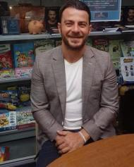 """Ο Γιώργος στην παρουσίαση του βιβλίου του """"Ντάνος: Μια αφήγηση στην Αυγή Σαββίδου"""" στην Κατερίνη - 4 Μαΐου 2019 Φωτογραφία: Δώρα via danoxwrio Instagram"""