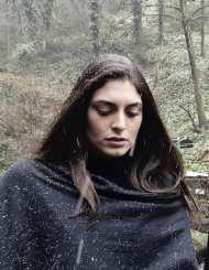 """Η Εύη Ιωαννίδου κατά τη διάρκεια των γυρισμάτων του video clip του τραγουδιού του Κώστα Αγέρη """"Για σένα πατρίδα μου"""" για τον Πόντο Φωτογραφία: Erotokritos Savvidis Facebook"""