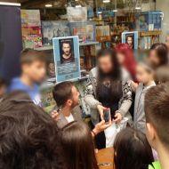 """Ο Γιώργος στην παρουσίαση του βιβλίου του """"Ντάνος: Μια αφήγηση στην Αυγή Σαββίδου"""" στην Κατερίνη - 4 Μαΐου 2019 Φωτογραφία: lefteria.blogspot.com"""