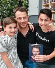 Ο Γιώργος κατά τη διάρκεια της παρουσίασης του βιβλίου του στο κατάστημα Public του Nicosia Mall στην Κύπρο - 31 Μαΐου 2019 Φωτογραφία: 1mara_costa Instagram