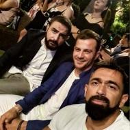"""Ο Γιώργος με Σήφη και Μπο στην απονομή του πλατινένιου """"Κάτι παραπάνω"""" του Κωνσταντίνου Αργυρού - 24 Ιουνίου 2019 Φωτογραφία: bo_fugitive Instagram"""