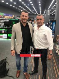 Ο Γιώργος με τον Λουκά Φουρλά κατά τη διάρκεια της παρουσίασης του βιβλίου του στο κατάστημα Public του Nicosia Mall στην Κύπρο - 31 Μαΐου 2019 Φωτογραφία: Celebrity reporter