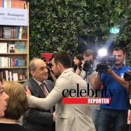 Ο Γιώργος με τον Πρόεδρο της Βουλής κ. Συλλούρη κατά τη διάρκεια της παρουσίασης του βιβλίου του στο κατάστημα Public του Nicosia Mall στην Κύπρο - 31 Μαΐου 2019 Φωτογραφία: Celebrity reporter