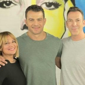 Ο Γιώργος μαζί με τη Νάνσυ και τον Θανάση στα παρασκήνια της εκπομπής dot. όπου βρέθηκε για παραχώρηση συνέντευξης - 20 Ιουνίου 2019 Φωτογραφία: skaitv.gr