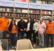 Ο Γιώργος με το προσωπικό του Public κατά τη διάρκεια της παρουσίασης του βιβλίου του στο κατάστημα Public του Nicosia Mall στην Κύπρο - 31 Μαΐου 2019 Φωτογραφία: ekdotikeathenon Instagram