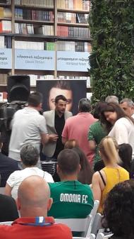 Ο Γιώργος κατά τη διάρκεια της παρουσίασης του βιβλίου του στο κατάστημα Public του Nicosia Mall στην Κύπρο - 31 Μαΐου 2019 Φωτογραφία: evie_085 Instagram