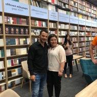 Ο Γιώργος με τη συγγραφέα του βιβλίου του Αυγή Σαββίδου κατά τη διάρκεια της παρουσίασης του βιβλίου του στο κατάστημα Public του Nicosia Mall στην Κύπρο - 31 Μαΐου 2019 Φωτογραφία: I Love Style
