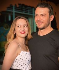 """Ο Γιώργος με τη δημοσιογράφο Μαρία Κοκολάκη στην πρεμιέρα της περιοδείας της παράστασης """"Βερβερίτσα"""" στο Βεάκειο Θέατρο Πειραιά - 26 Ιουνίου 2019 Φωτογραφία: marykoko Instagram"""
