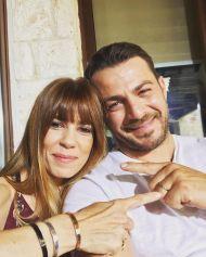 Ο Γιώργος με τη Μυρτώ Αλικάκη κατά τη διάρκεια των γυρισμάτων για τον τηλεοπτικό γάμο του Στέφανου και της Όλγας - 3-4 Μαΐου 2019 Φωτογραφία: official_danos_ga Instagram