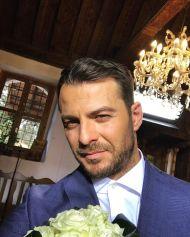 Ο Γιώργος ως γαμπρός κατά τη διάρκεια των γυρισμάτων για τον τηλεοπτικό γάμο του Στέφανου και της Όλγας - 3-4 Μαΐου 2019 Φωτογραφία: official_danos_ga Instagram