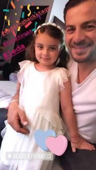 """Ο Γιώργος με τη μικρή """"Λήδα"""" κατά τη διάρκεια των γυρισμάτων για τον τηλεοπτικό γάμο του Στέφανου και της Όλγας - 3-4 Μαΐου 2019 Φωτογραφία: official_danos_ga Instagram"""