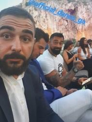 """Ο Γιώργος με Σήφη και Μπο στην απονομή του πλατινένιου """"Κάτι παραπάνω"""" του Κωνσταντίνου Αργυρού - 24 Ιουνίου 2019 Φωτογραφία: shfhs_i_g Instagram"""