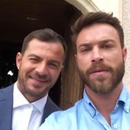Ο Γιώργος με τον Στέφανο Μιχαήλ κατά τη διάρκεια των γυρισμάτων για τον τηλεοπτικό γάμο του Στέφανου και της Όλγας - 3-4 Μαΐου 2019 Φωτογραφία: stefanos.michael Instagram