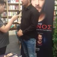 Ο Γιώργος κατά τη διάρκεια της παρουσίασης του βιβλίου του στο κατάστημα Public του Nicosia Mall στην Κύπρο - 31 Μαΐου 2019 Φωτογραφία: thanasisrisvanis48official Instagram