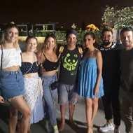 """Ο Γιώργος με την παρέα του στο θέατρο """"Άλσος"""" όπου παρακολούθησε την παράσταση """"Το δικό μας σινεμά"""" - 10 Ιουλίου 2019 Φωτογραφία: official_georgiavrana Instagram"""