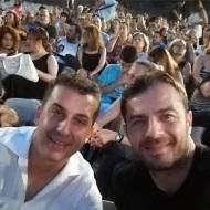 """Ο Γιώργος με τον κουμπάρο του Σωτήρη στην πρεμιέρα της παράστασης """"Κατά φαντασίαν ασθενής"""" στο Κατράκειο Θέατρο - 3 Ιουλίου 2019 Φωτογραφία: tsagkabeles Instagram"""