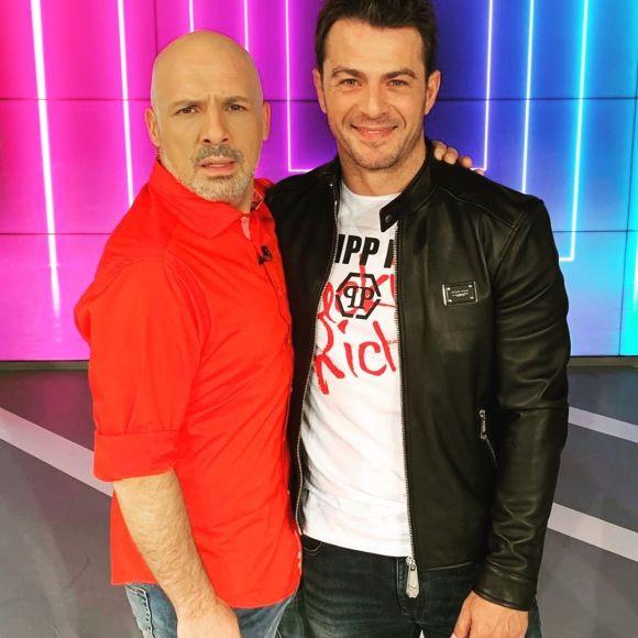 """Ο Γιώργος μαζί με τον Νίκο Μουτσινά στην εκπομπή """"Καλό Μεσημεράκι"""" - 21 Οκτωβρίου 2019 Φωτογραφία: official_danos_ga Instagram"""