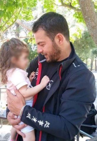 Ο Γιώργος με μία μικρούλα στη Θεσσαλονίκη...