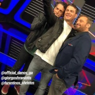 """Ο Γιώργος μαζί με τον Χρανιώτη και τον Χρήστο Φερεντίνο στα backstage του παιχνιδιού """"Πάνω Κάτω"""" Φωτογραφία: elena_gerarhaki Instagram"""
