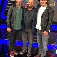 """Ο Γιώργος μαζί με τον Χρανιώτη και τον Χρήστο Φερεντίνο στα backstage του παιχνιδιού """"Πάνω Κάτω"""" Φωτογραφία: FThis"""
