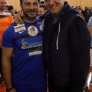 Ο Γιώργος μαζί με τον τραγουδιστή Χρήστο Πάζη στον φιλανθρωπικό αγώνα ποδοσφαίρου που διεξήχθη στο ΔΑΚ Γλυφάδας στις 15 Δεκεμβρίου 2019 Φωτογραφία: Χρήστος Πάζης - Christos Pazis Facebook