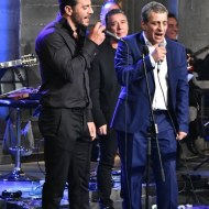 """Ο Γιώργος τραγουδάει μαζί με τον Θέμη Αδαμαντίδη στην εκπομπή """"Στην Υγειά μας"""" - 24 Δεκεμβρίου 2019 Φωτογραφία: ethnos.gr"""