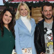 """Ο Γιώργος, η Κατερίνα και η Φαίη κατά την παρουσίαση των εγκαινίων του """"Christmas Factory και της Επέλασης των Ξωτικών"""" στην Τεχνόπολη στο Γκάζι - 30 Νοεμβρίου 2019 Φωτογραφία: znews.gr"""