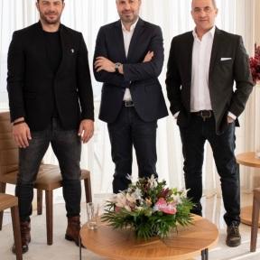Ο Γιώργος μαζί με τον Τάσο Τρύφωνος και τον Λουκά Φουρλά στο Four Seasons Λεμεσού για τη συνέντευξη στην εκπομπή Τετ-α-Τετ - 23 Δεκεμβρίου 2019 Φωτογραφία: TasosTryfonos Twitter
