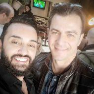 """Ο Γιώργος μαζί με τον Τάσο Ριζόπουλο στο μαγαζί """"Στα καλά καθούμενα"""" στη Θεσσαλονίκη - 28 Ιανουαρίου 2020 Φωτογραφία: cosmoradio_951 Instagram"""