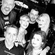 Ο Γιώργος μαζί με φίλους στο πάρτι έκπληξη για τα γενέθλιά του - 8 Ιανουαρίου 2020 Φωτογραφία: ikon5 Instagram