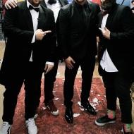 Ο Γιώργος μαζί με τις Μύγες (Φάνης Λαμπρόπουλος, Θανάσης, Πάσσας και Νίκος Ράπτης) στην εκπομπή The 2Night Show - 23 Ιανουαρίου 2020 Φωτογραφία: passas_th Instagram