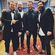 Ο Γιώργος μαζί με τις Μύγες (Φάνης Λαμπρόπουλος, Θανάσης, Πάσσας και Νίκος Ράπτης) στην εκπομπή The 2Night Show - 23 Ιανουαρίου 2020 Φωτογραφία: raptis_nick Instagram