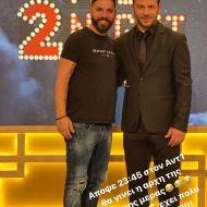 Ο Γιώργος μαζί με τον φίλο κομμωτή του στην εκπομπή The 2Night Show - 23 Ιανουαρίου 2020 Φωτογραφία: to_barberiko Instagram