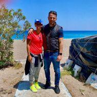 Ο Γιώργος μαζί με φαν στη Ρόδο - 26 Απριλίου 2021 Φωτογραφία: mari3ttafilip IG