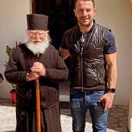 Ο Γιώργος μαζί με τον Γέροντα Σεραφείμ στη Ρόδο - 26 Απριλίου 2021 Φωτογραφία: official_danos_ga IG
